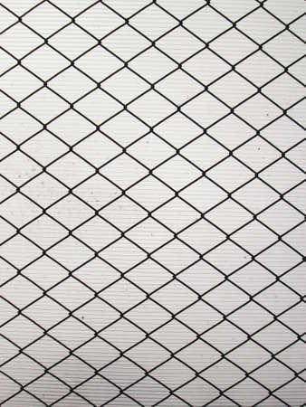 netty: Red de acero sobre un fondo monocromo