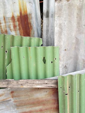 Een roestige golfplaten metalen structuur Stockfoto