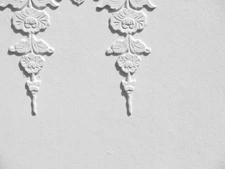 parget: white wall with flower