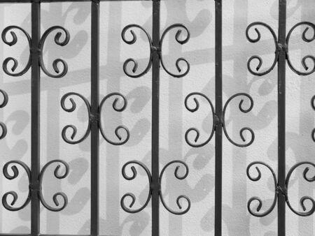 puertas de hierro: puertas de hierro de la sombra en la pared