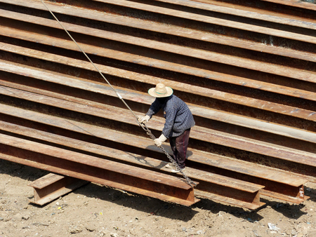 unskilled worker: Thailand workers in the construction of the building
