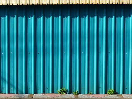 Panneau en tôle ondulée de couleur bleue