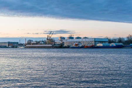 malaya: Malaya Neva. View of the shop shipyard. Twilight