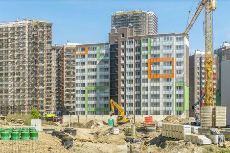 """SAINT PETERSBURG, RUSSIE - MAI 2016: nouveaux bâtiments dans la ville de Saint-Pétersbourg. Entreprise de construction """"Setlcity"""""""