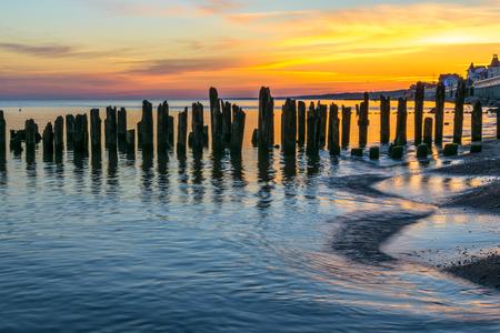 バルト海の海岸の防波堤