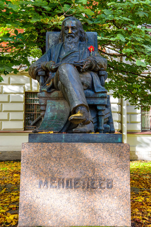 measures: RUSSIA, SAINT-PETERSBURG - SEPTEMBER, 2016: the monument to D. I. Mendeleev in the garden in front of the chamber of weights and measures Editorial
