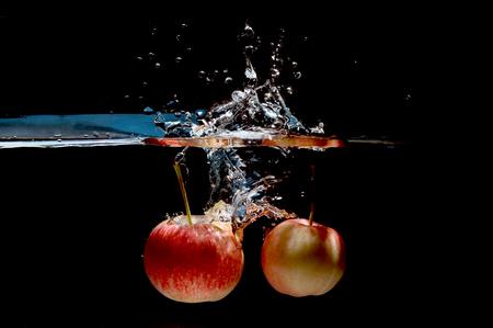 manzana agua: Apple water splash. High speed photography