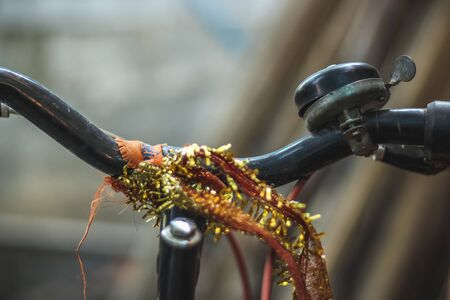 Colorful Adult bicycle handlebar with patterned bell urban city life. Old bicycle handle with horn bell. Chennai, India Stockfoto