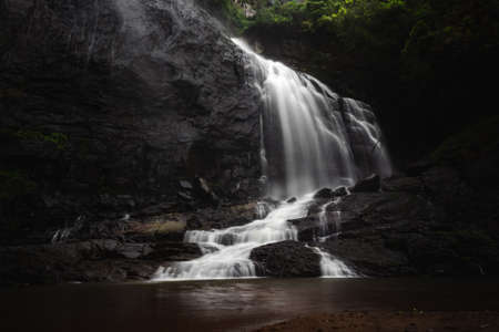 Beautiful Waterfall Landscape - A long exposure of a waterfall flowing down into a pool of cold water. Beautiful hidden waterfall in tropical rainforest. Slow shutter speed, motion photography. Stockfoto