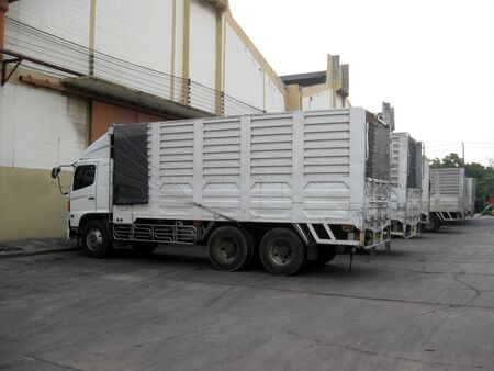 Ten-wheel truck, white picket truck, lined up to deliver the goods to customers