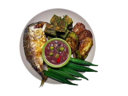 Fried vegetables, chili paste paste, fried mackerel, boiled vegetables, placed on a plate are a popular local food of the Thai people. 写真素材 - 137775653