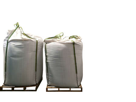 Stock Chemical fertilizer Urea   jumbo-bag in warehouse waiting for shipment.Put on wooden pallets on the White Background Banque d'images