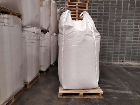 Large jumbo hemp sack White packed with chemical fertilizer rice sugar placed waiting to be delivered to the customer Archivio Fotografico