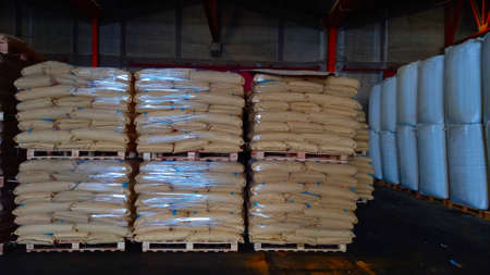 Chemical fertilizers Packed in stacked sacks with clear plastic wrapped around stacked on wooden pallets orderly. In the warehouse waiting for delivery Archivio Fotografico