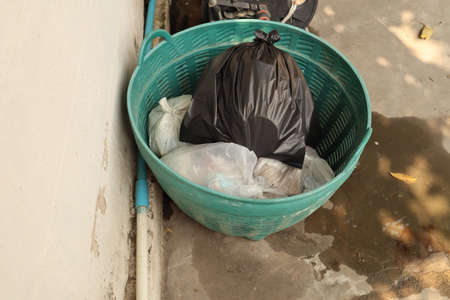 Black plastic bag For placing used waste Tie the mouth for easy storage.