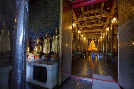 si: PHITSANULOK - SEPTEMBER 14,2014 : The most beautiful buddha sculpture in Phitsanulok, , Phra Buddha Chinnarat is the most beautiful and the large gold buddha sculpture in Phitsanulok, Thailand.