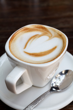 comida arabe: Una taza de café latte