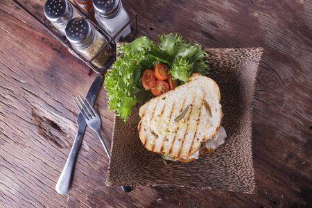 chicken sandwich: Sándwich de pollo