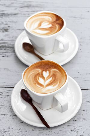 chocolate caliente: Taza de café latte Foto de archivo