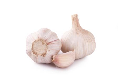garlic clove: Fresh garlic isolated on white background