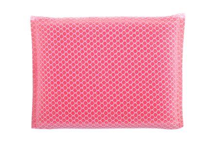 lavar platos: pink dishwashing sponge isolate on white background Foto de archivo