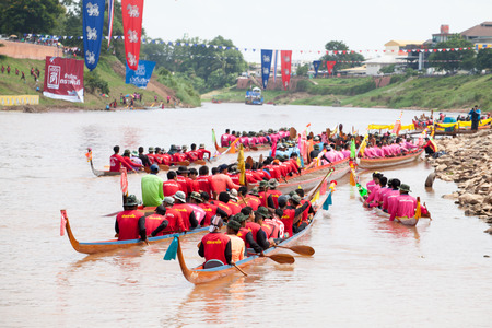 catchment: PHITSANULOK, THAILAND - SEP 19 : Unidentified crew in traditional Thai long boats competition festival on September 19, 2015, Phitsanulok, Thailand. Editorial