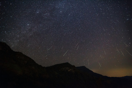meteor: Geminid Meteor in the night sky