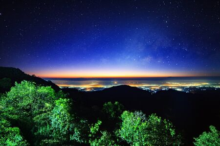 Starry night sky at Monson viewpoint Doi AngKhang and milky way galaxy with stars and space dust in the universe Foto de archivo