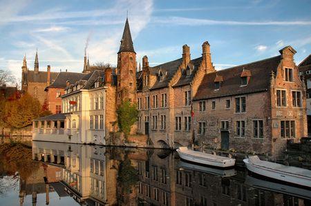 Les bâtiments situés sur Canal à Bruges, Belgique  Banque d'images - 297829