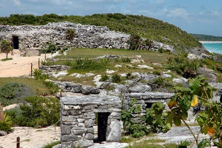 Tulum, 멕시코의 바다로 고고학 사이트 스톡 콘텐츠