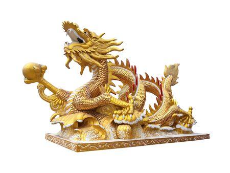 Goldene chinesische goldene Drachenstatue auf weißem Hintergrund Standard-Bild