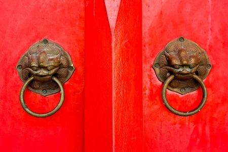 tocar la puerta: Estilo de puerta knock chino Foto de archivo