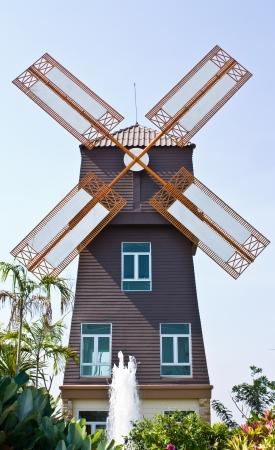 windmills: Molino de viento de estilo de Dinamarca Foto de archivo