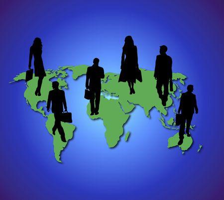 青い地球の背景に緑の世界地図上のビジネス旅行者のシルエット
