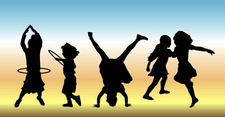 silhouettes de cinq enfants fait diverses activités de jouer