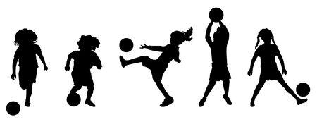 pelotas de deportes: Ilustraci�n de ni�os peque�os jugando al f�tbol o f�tbol