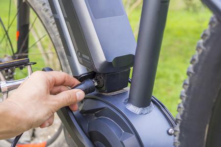 Het opladen van de batterij op moderne Ebike