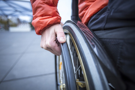 Person im Rollstuhl, Detailaufnahme Standard-Bild - 90261012