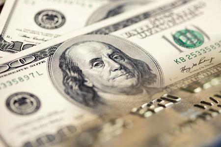 백 달러 지폐와 신용 카드 콜라주 스톡 콘텐츠