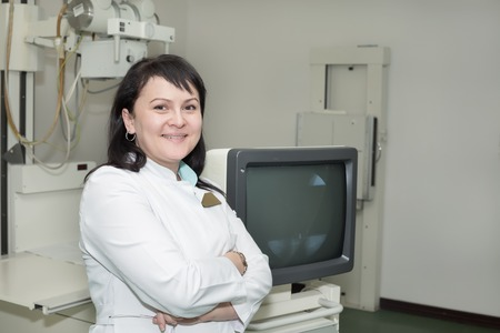 x ray machine: Brunette female doctor working with an x-ray machine
