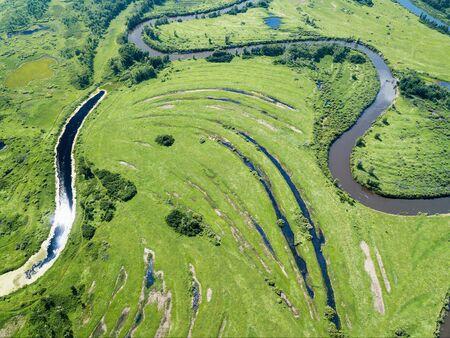 Aerial landscape of winding river in green fields Standard-Bild - 131664350