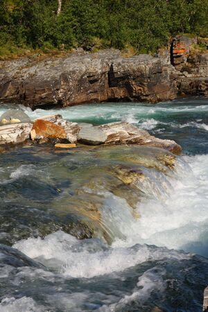 flowing river: Fluye r�o, Abisko Parque Nacional de Suecia