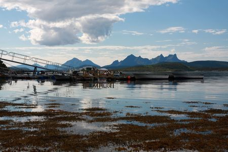 Norway scenery with beautiful mountains and sea Stock Photo - 3633973