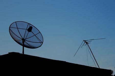 antena parabolica: antena parabólica es el equipo de telecomunicaciones. Foto de archivo