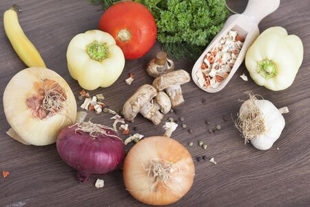 mushrooms with vegetables on a wooden background Zdjęcie Seryjne