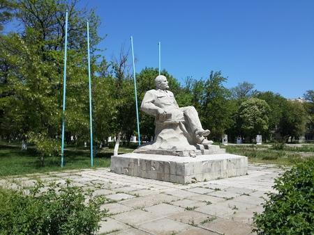 lenin: Sitting Lenin monument