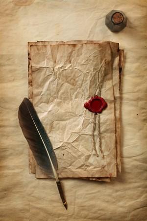 pluma de escribir antigua: Papel en blanco con sellos de cera, una pluma & tinta