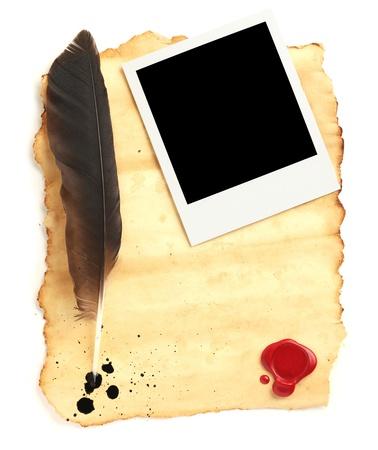 pluma de escribir antigua: Quill en papel en blanco con sellos de cera