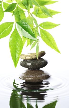 물에 돌을 쌓아 스톡 콘텐츠