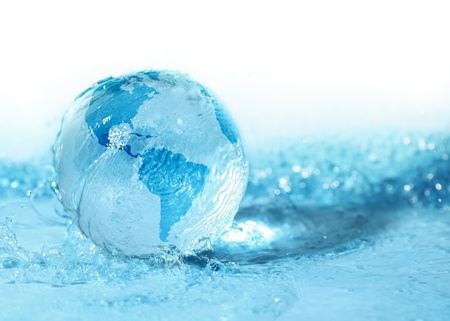 Glazen bol in water Stockfoto - 11375655